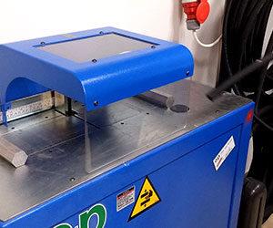 Profesjonalne urządzenie renomowanej włoskiej firmy o+p do przycinania przewodów hydraulicznych zapewniające dzięki swojej konstrukcji i zastosowaniu tarczy diamentowej idealnie perfekcyjnego cięcia bez pyłu, opiłków i topienia przewodu co zapewnia bardzo dokładne spasowanie elementów.