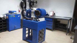 """Zestaw urządzeń do obróbki i zakuwania przewodów hydraulicznych niskiego i wysokiego ciśnienia o średnicy do 2"""" cali."""