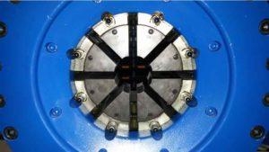 Cylinder zaciskowy urządzenia do zakuwania przewodów hydraulicznych pozwalający uzyskać nacisk 190 ton. ZUM SC Robert Janecki
